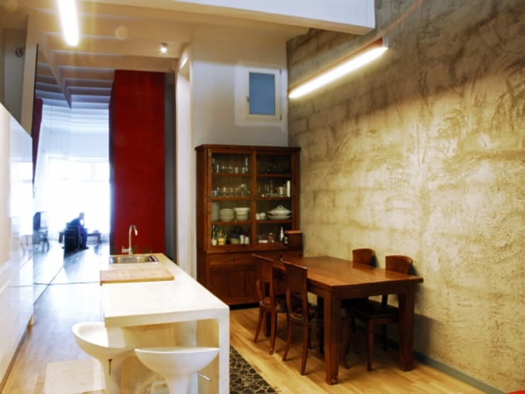 RUSTYIRON: Comedores de estilo  de Sucursal urbana universo Sostenible