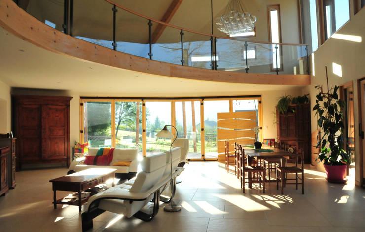 baie et lumière: Salon de style de style Moderne par AtjM