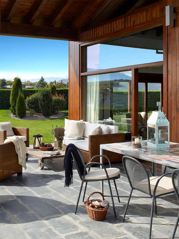 Casa en La Cerdanya. 2013: Terrazas de estilo  de Deu i Deu