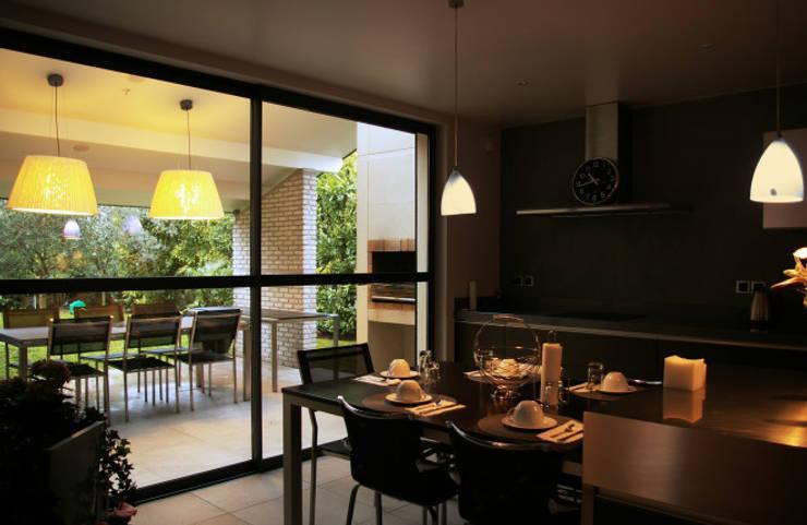 Casa La Varenne. París. 2013: Cocinas de estilo  de Deu i Deu