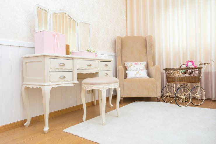 Quarto Maria - Quarto Provençal: Quartos de criança  por Ângela Pinheiro Home Design