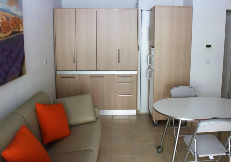 Monoblocco cucina da cm.170 con ante a libro - appartamento al mare: Cucina in stile  di MiniCucine.com