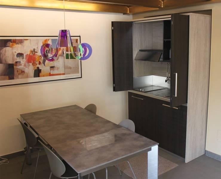 Cucina armadio idee e soluzioni in poco spazio - Cucina monoblocco a scomparsa ...
