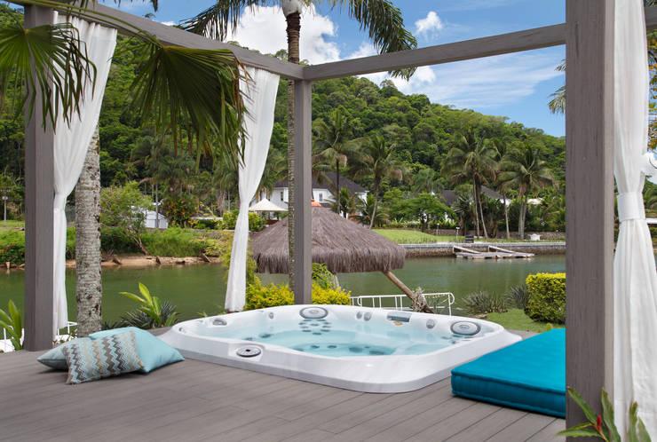 Casa em Angra: Jardins  por Lovisaro Arquitetura e Design