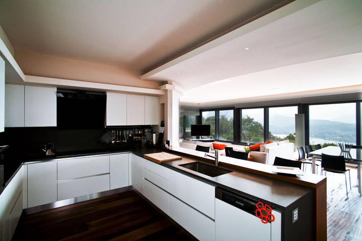 Interni Svizzera #1: Cucina in stile  di Studio Farina Zerozero - Foto & Video