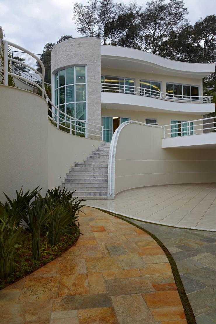 Casa da Serra: Casas  por Arquiteto Aquiles Nícolas Kílaris,