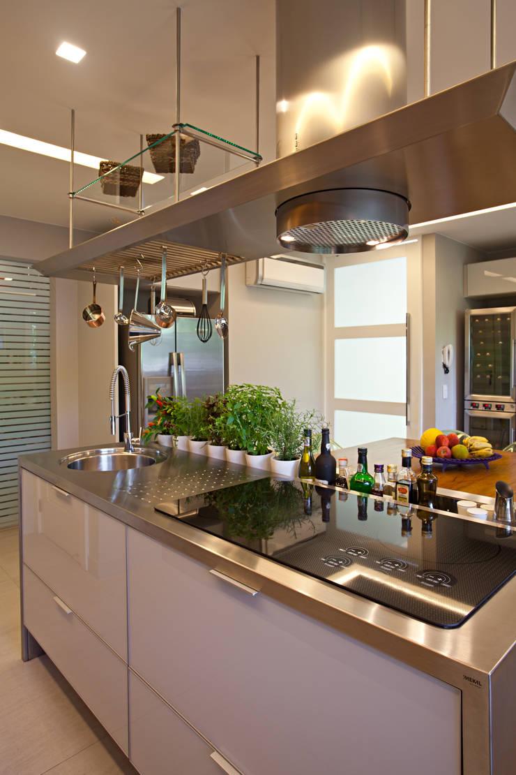 Projeto Cozinha – Barra:   por Andrea Chicharo Arquitetura