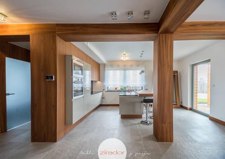 Meble do domu jednorodzinnego pod Krakowem: styl , w kategorii Korytarz, hol i schody zaprojektowany przez Zirador - Meble tworzone z pasją