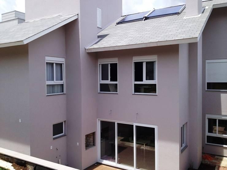 Fachada Fundos: Casas  por Tuti Arquitetura e Inovação,