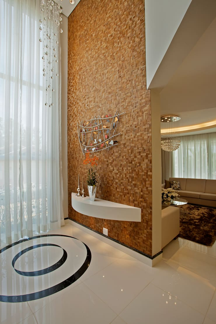 Corredores, halls e escadas modernos por Designer de Interiores e Paisagista Iara Kílaris Moderno