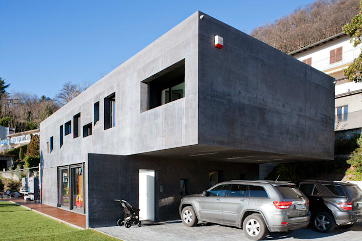 Interni Svizzera #2: Garage/Rimessa in stile in stile Moderno di Studio Farina Zerozero - Foto & Video