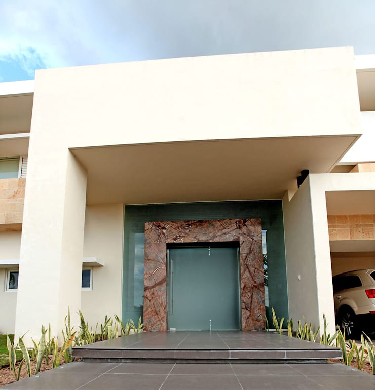 portico: Puertas principales de estilo  por AMEC ARQUITECTURA