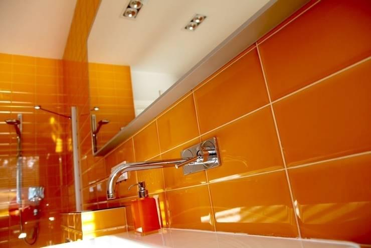 łazienka dla nastolatków - projekt i wykonanie Anyform : styl , w kategorii Łazienka zaprojektowany przez anyform,