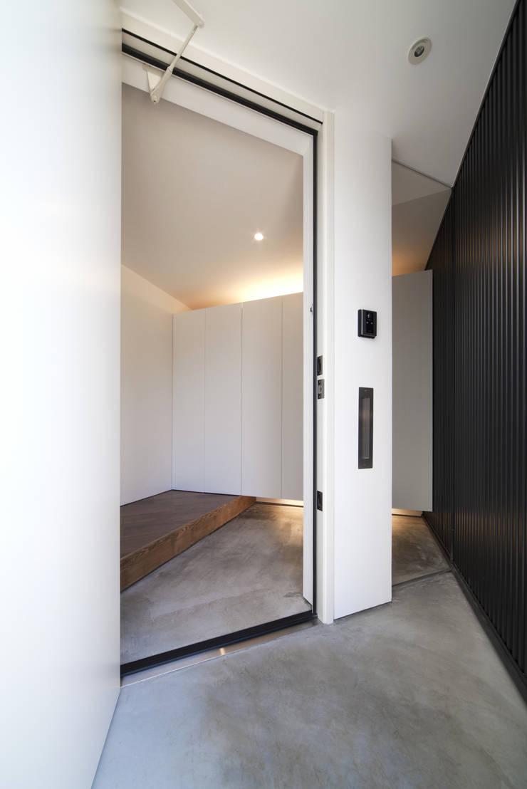 浅間町の家: 小野澤裕子建築設計事務所が手掛けた窓です。