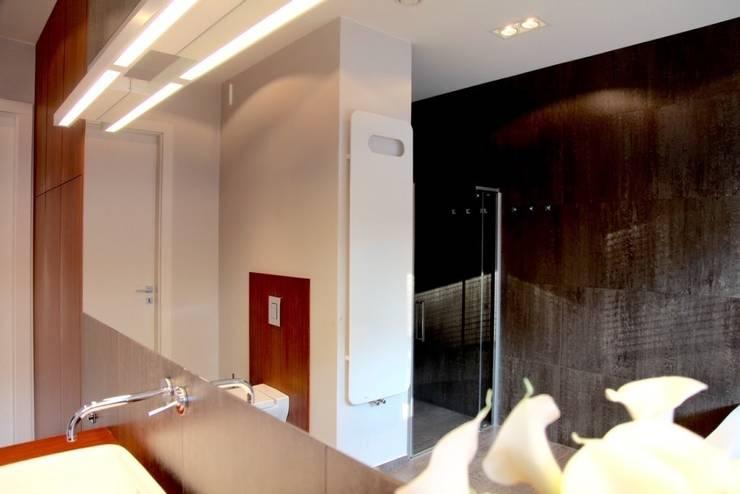 master bathroom – projekt i wykonanie Anyform: styl , w kategorii Łazienka zaprojektowany przez anyform