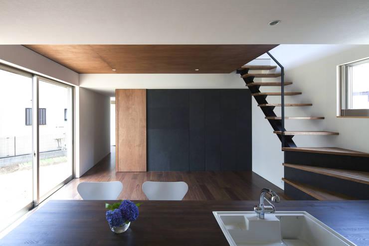 浅間町の家: 小野澤裕子建築設計事務所が手掛けたキッチンです。
