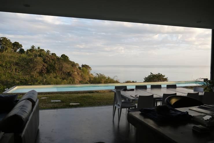 CLEMENTINE house - view from the living room: Salon de style  par STUDY CASE sas d'Architecture