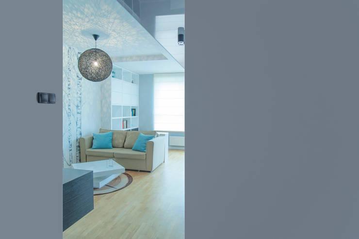 s k a n d y n a w s k i  b ł ę k i t: styl , w kategorii Salon zaprojektowany przez DK architektura wnętrz