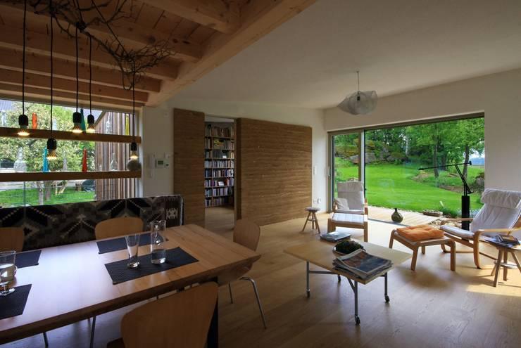 Haus Scheiber: minimalistische Wohnzimmer von zauner I architektur