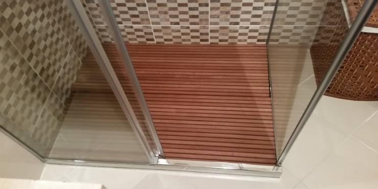 Erdem Duşakabin Tasarım Atölyesi – Ahşap duş zeminleri:  tarz