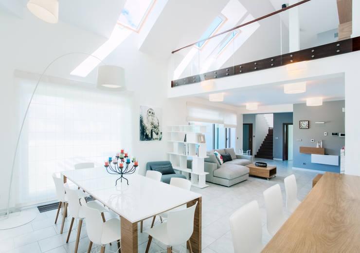 k o l o r   w e   w n ę t r z u: styl , w kategorii Jadalnia zaprojektowany przez DK architektura wnętrz