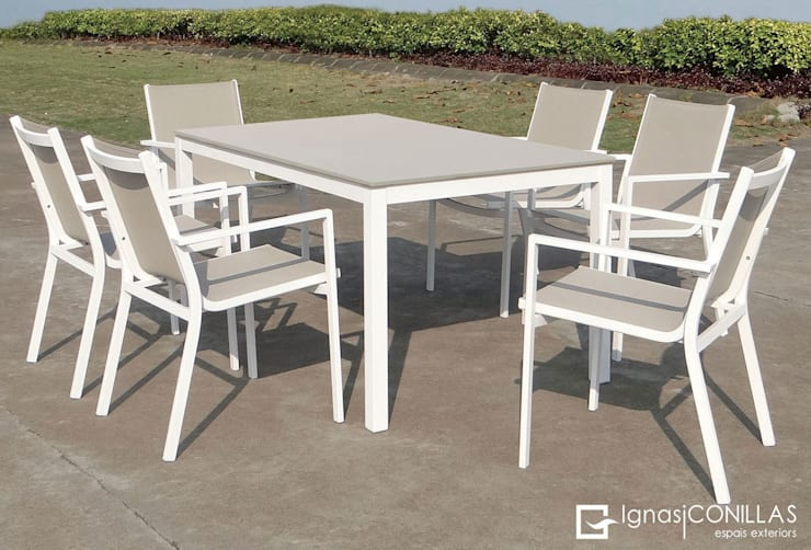 Mesa comedor de exterior: Jardín de estilo  de CONILLAS - exteriors