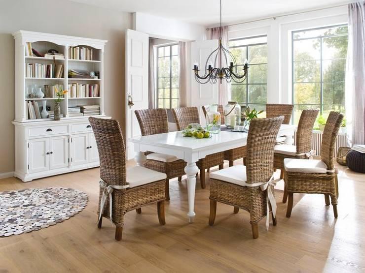 Prowansalski stół z rzeźbionymi nogami: styl , w kategorii Salon zaprojektowany przez Seart