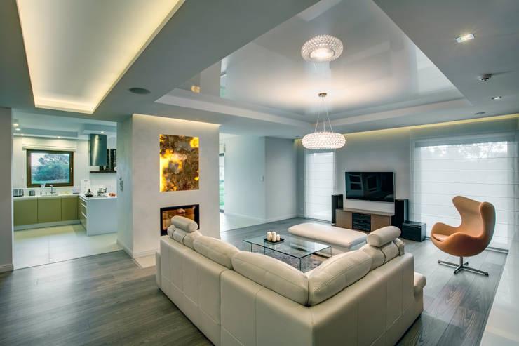 c e g ł a  w e  w n ę t r z u: styl , w kategorii Salon zaprojektowany przez DK architektura wnętrz