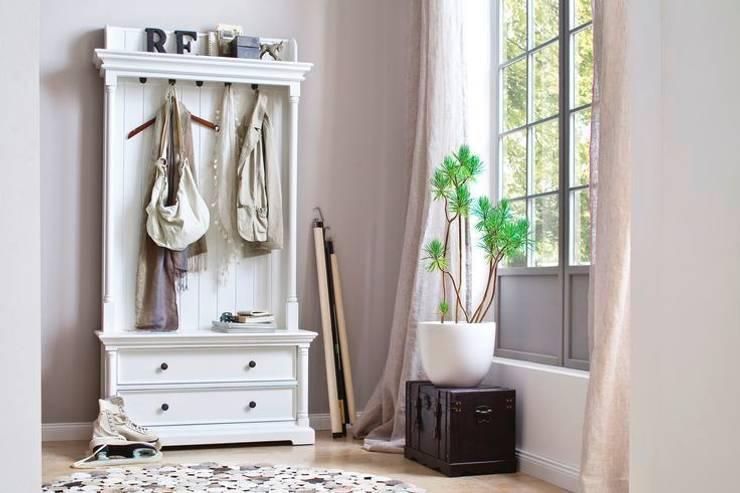 Biała garderoba w klimacie skandynawskim Halifax: styl , w kategorii Garderoba zaprojektowany przez Seart