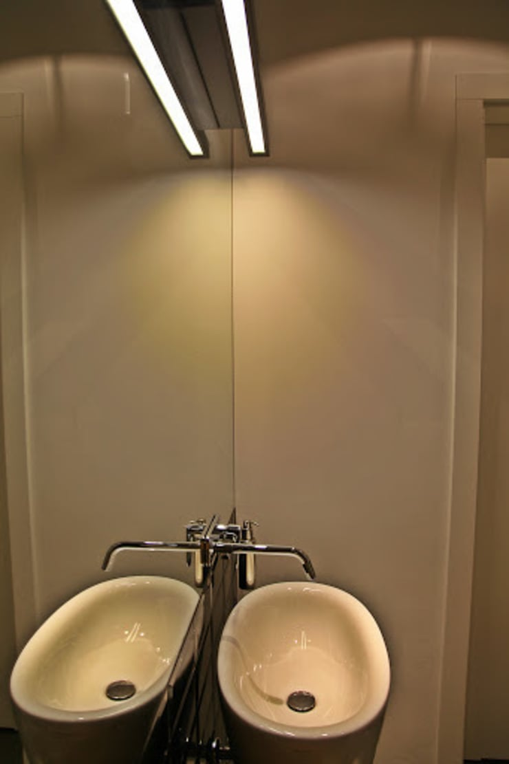 mała czarna łazienka gościnna – projekt i realizacja Anyform: styl , w kategorii Łazienka zaprojektowany przez anyform