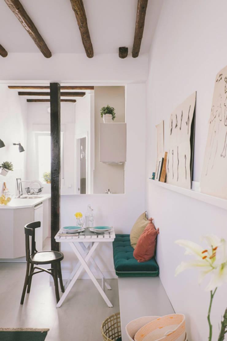 Buhardilla zona Malasaña, Madrid 2015: Cocinas de estilo  de nimú equipo de diseño