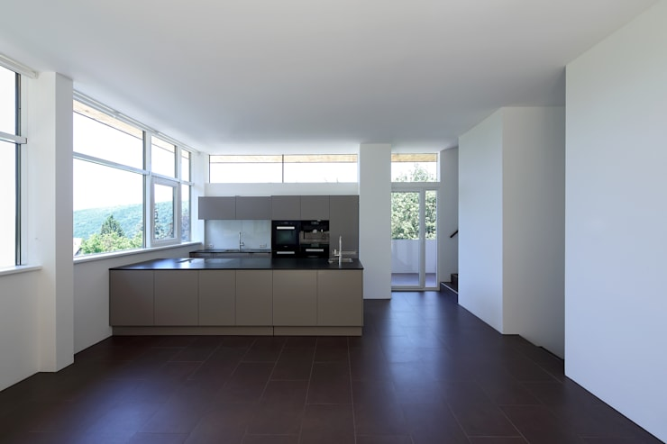 Sanierung und Erweiterung Wienerwaldhaus:  Küche von wessely architektur