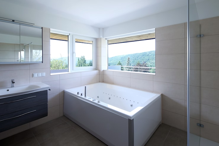 Sanierung und Erweiterung Wienerwaldhaus:  Badezimmer von wessely architektur