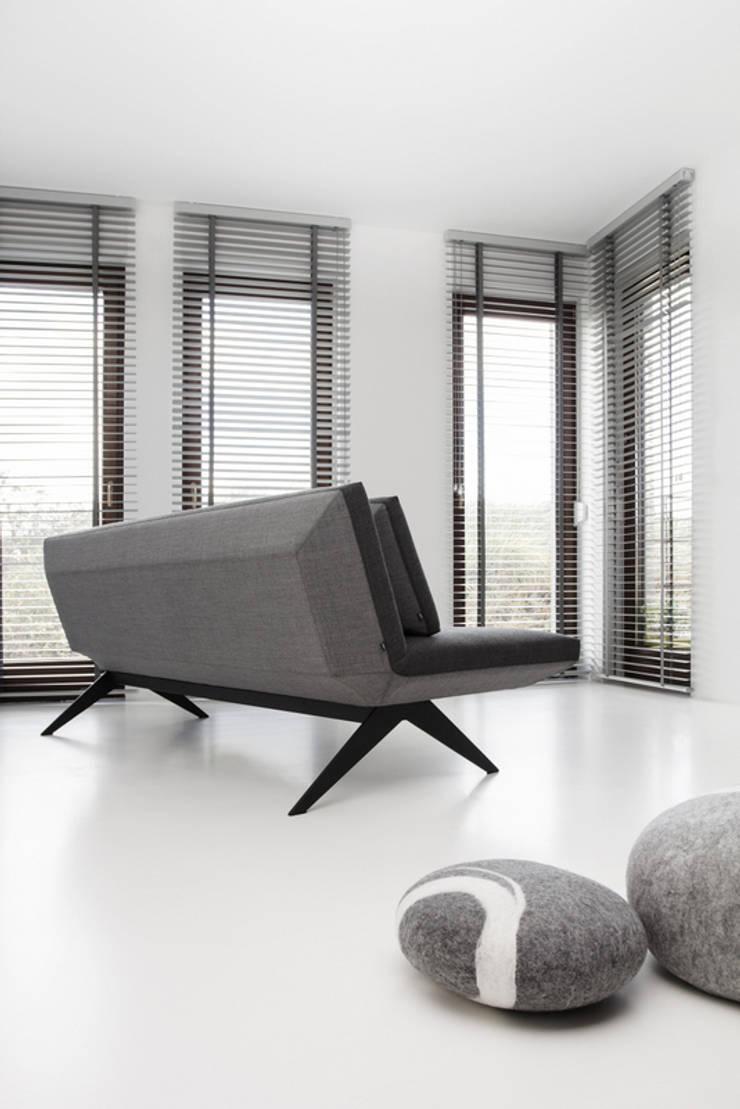 LCD, projekt Renata Kalarus, 2012: styl , w kategorii Salon zaprojektowany przez NOTI