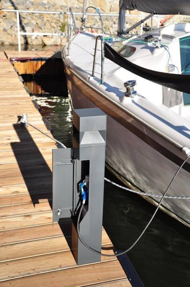 Lampy : styl , w kategorii Balkon, weranda i taras zaprojektowany przez Hortum.co