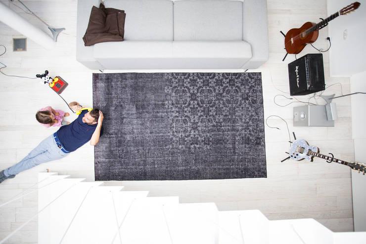Paredes y pisos de estilo  por KIM LAYANI Teppiche/ Carpets