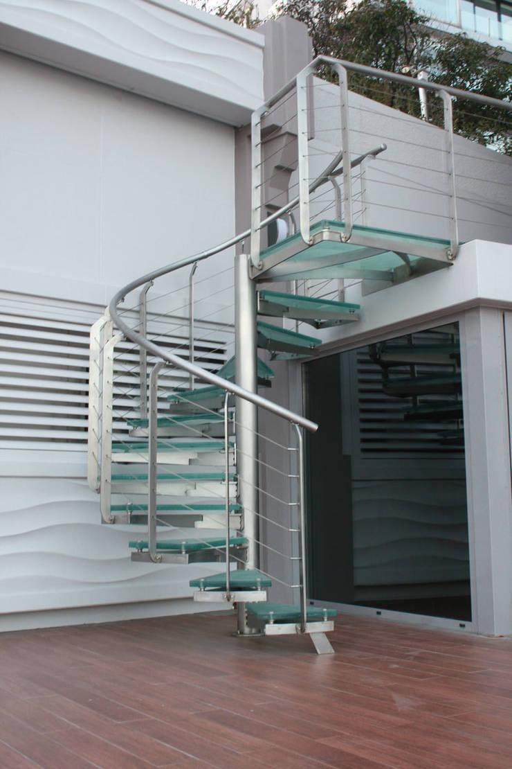 Visal Merdiven – Baltalimanı Yalı - İstanbul: modern tarz Koridor, Hol & Merdivenler