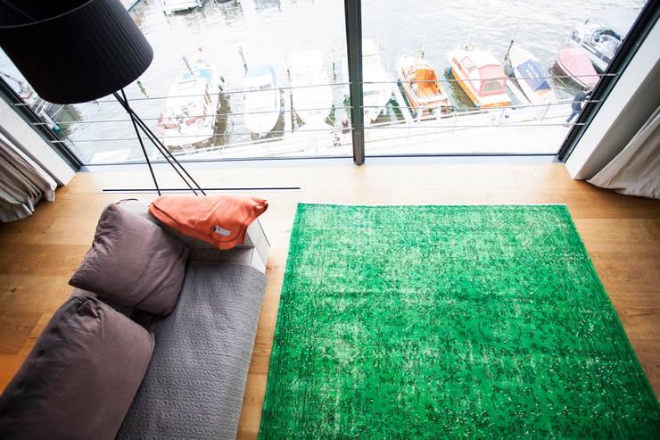 KIM LAYANI Teppiche/ Carpets:  tarz Oturma Odası