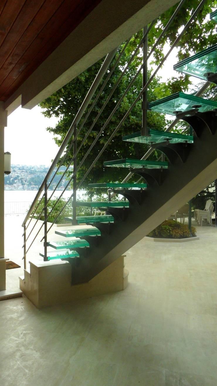 Visal Merdiven – Ülker Yalı - İstanbul: modern tarz , Modern