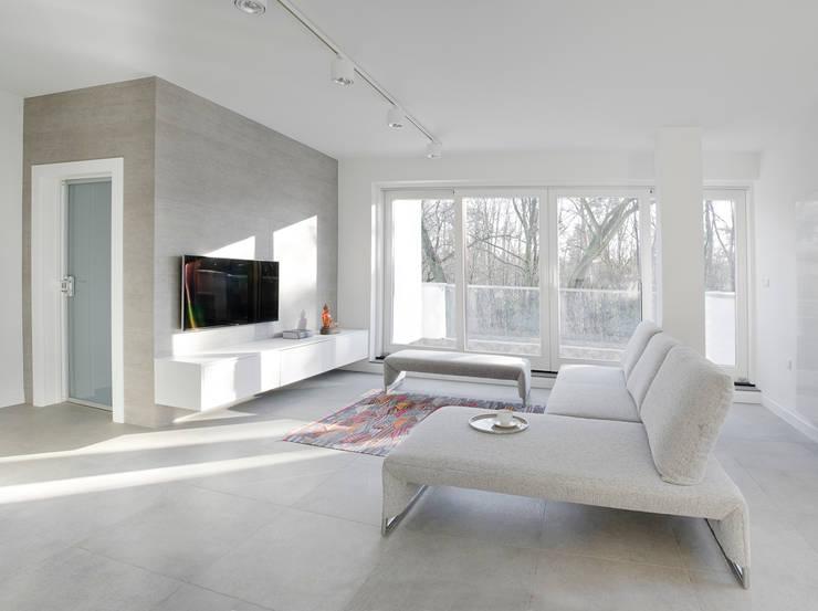 Minimalistycznie.: styl , w kategorii Salon zaprojektowany przez 4ma projekt