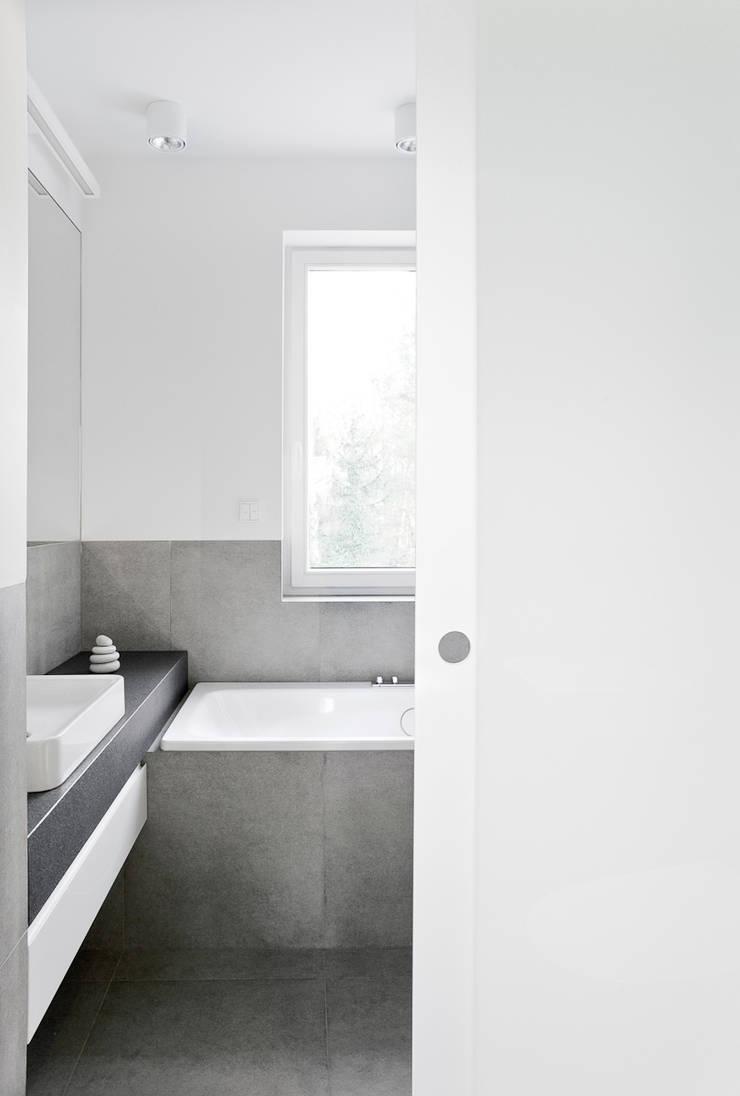 Minimalistycznie.: styl , w kategorii Łazienka zaprojektowany przez 4ma projekt