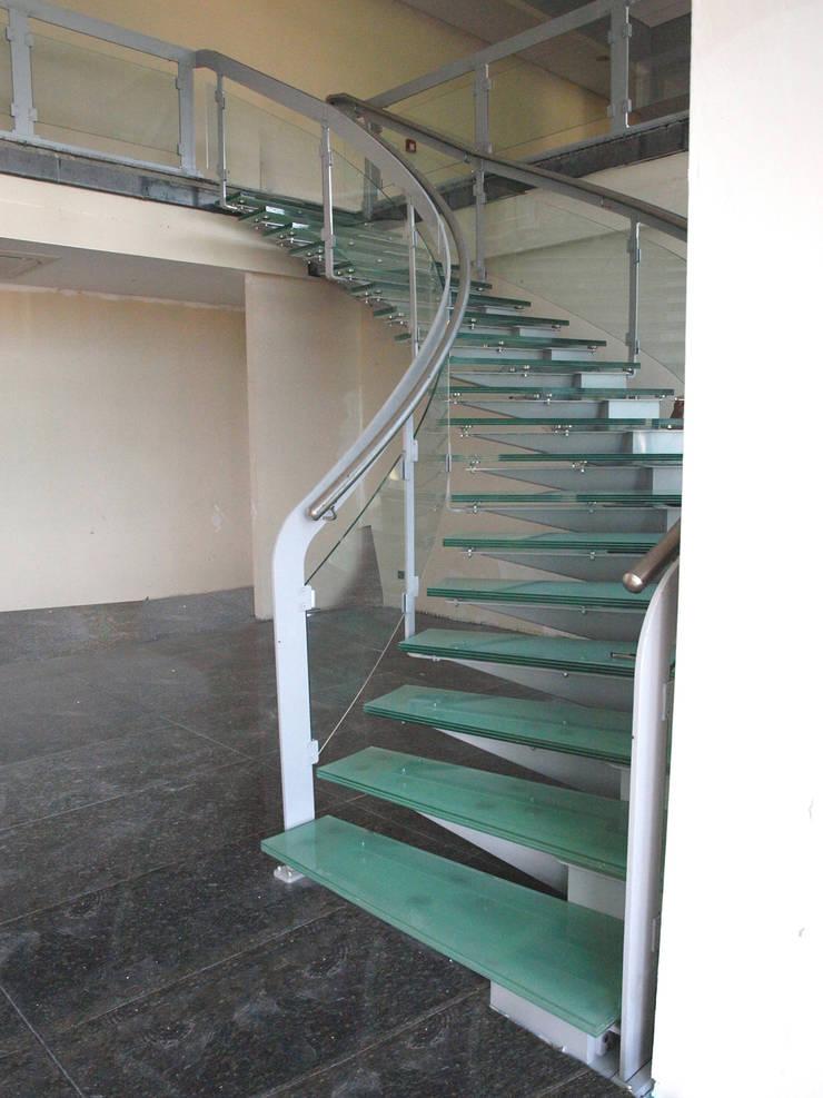 Visal Merdiven – Tümosan - Konya: modern tarz Koridor, Hol & Merdivenler