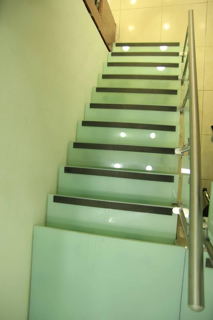 Visal Merdiven – Osmanlı Kuyumculuk - İstanbul:  tarz Koridor, Hol & Merdivenler