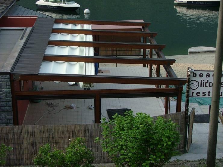 Balcones y terrazas de estilo  de Parolini tende