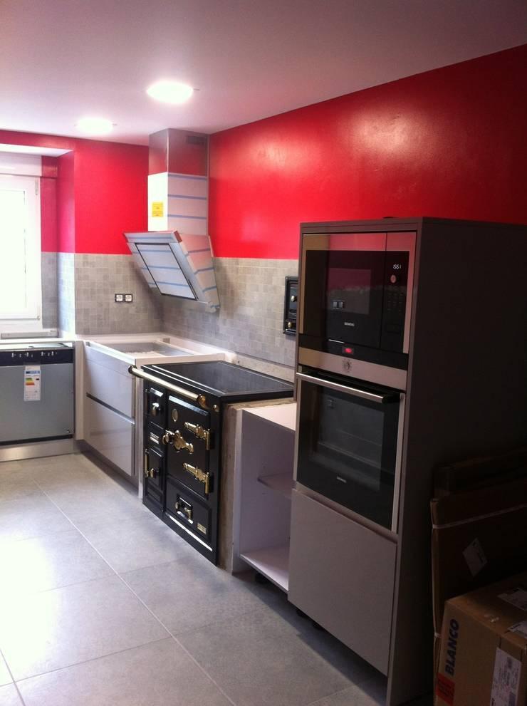 Reforma Cocina: Cocinas de estilo  de INNOVA MDS SL