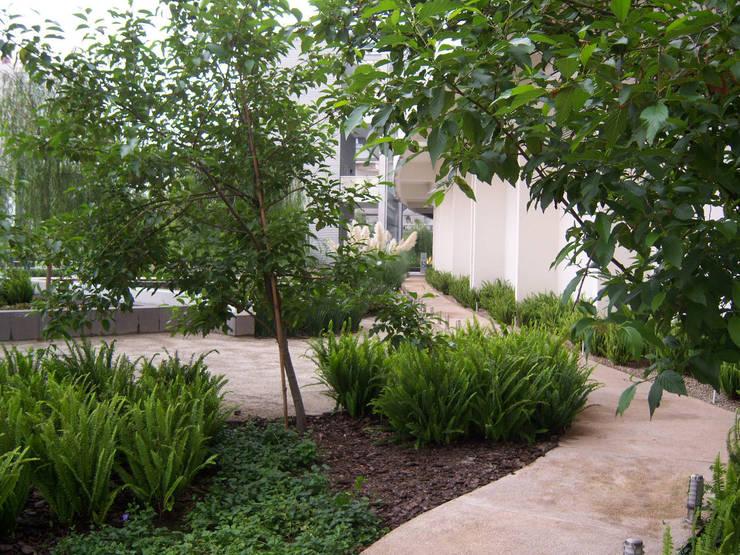Parques Polanco: Jardines de estilo  por KVR Arquitectura de paisaje