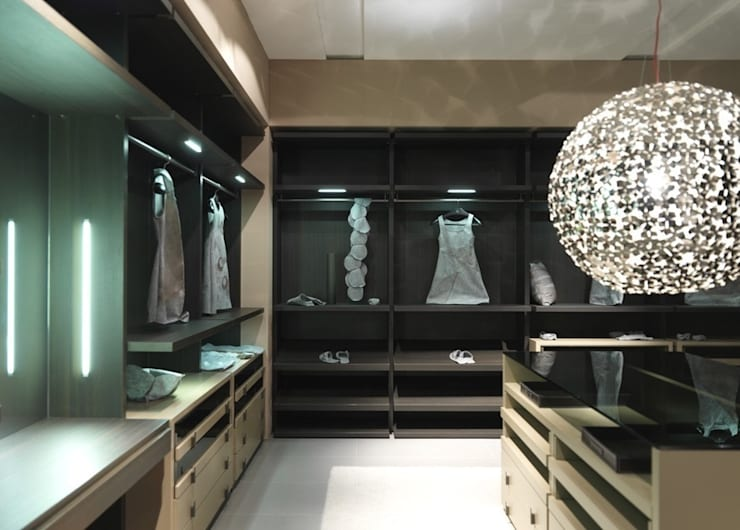 Bespoke dressing room:  Dressing room by Lamco Design LTD