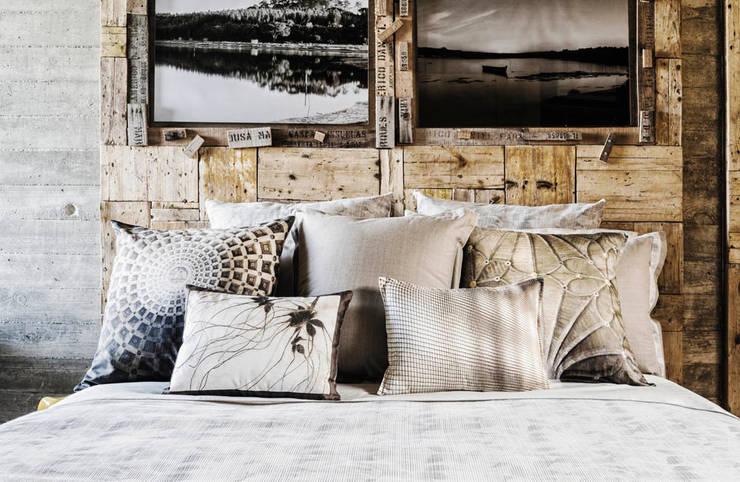 HOUSSE DE COUETTE FEUILLES D'AUTOMNE: Chambre de style  par KSL LIVING