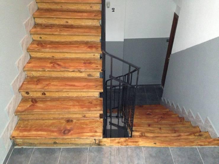 Rehabilitación integral de edificio de viviendas AMPARO 37. estudiocincocincouno 2010: Pasillos y vestíbulos de estilo  de estudio551