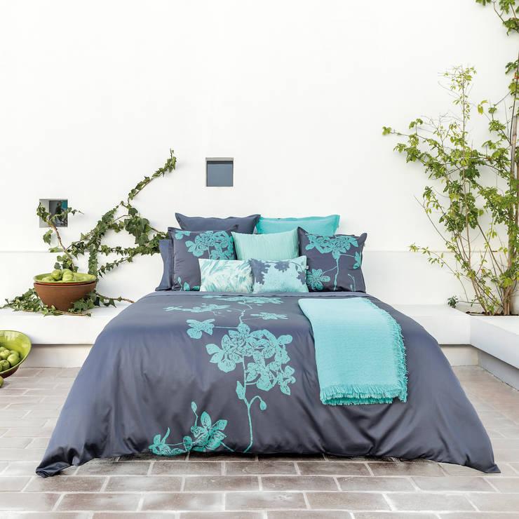 HOUSSE DE COUETTE BATIK CHIC: Chambre de style  par KSL LIVING
